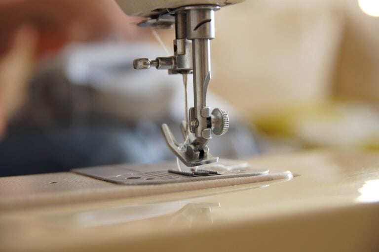 Machine Sewing Sew Tailor  - twarezak / Pixabay